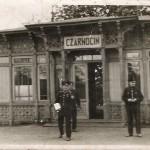 """Poczekalnia na przystanku """"Czarnocin"""" w latach II wojny światowej"""
