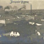 Na zdjęciu: Fabryki przy ulicy Jeziornej na zdjęciu z końca XIX wieku. Zbiory Jerzego Pawlika