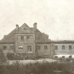 Na zdjęciu: Budynek zakładu kąpielowego w Tomaszowie. Zdjęcie z 1927 roku. Archiwum Andrzeja Kobalczyka