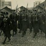 Na zdjęciu: Przemarsz tomaszowskich policjantów. Okres międzywojenny. Zbiory Jerzego Pawlika