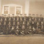 Na zdjęciu: Funkcjonariusze Komisariatu Policji Państwowej w Tomaszowie. Zdjęcie z 1930 roku. Archiwum Andrzeja Kobalczyka