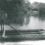 """Na zdjęciu: Zbudowany w 1951 roku prom do przewozu pracowników """"Białej Góry"""". Archiwum TKSM """"Biała Góra"""" Sp. z o.o."""