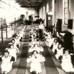Na zdjęciu: Codzienne ćwiczenia gimnastyczne dla robotnic w TFSJ. Archiwum Andrzeja Kobalczyka
