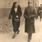 Na zdjęciu: Żołnierz na spacerze ulicą św. Antoniego w okresie międzywojennym. Archiwum Andrzeja Kobalczyka