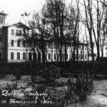 Na zdjęciu: Dworzec kolejowy w Tomaszowie w okresie międzywojennym. Archiwum Andrzeja Kobalczyka