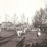 Na zdjęciu: Mecz na przedwojennym boisku miejskim w Tomaszowie. Archiwum Andrzeja Kobalczyka