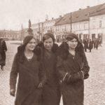Na zdjęciu: Na Pl. Kościuszki przed wojną. Po prawej widoczna kamienica Hampusów. Archiwum Andrzeja Kobalczyka