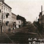 Na zdjęciu: Fragment ulicy Warszawskiej przed wojną. Zbiory Muzeum w Tomaszowie Maz.