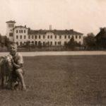 Na zdjęciu: Dworzec kolejowy w Tomaszowie na starej fotografii. Archiwum Andrzeja Kobalczyka