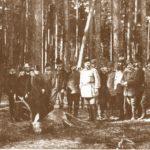 Na zdjęciu: Car Aleksander III podczas łowów w lasach spalskich w 1884 roku. Archiwum Andrzeja Kobalczyka