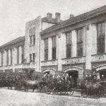 Na zdjęciu: Siedziba tomaszowskiej OSP rozbudowana w 1932 roku. Wydawnictwo jubileuszowe TOSP z 1937 roku.