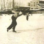 Na zdjęciu: Staw na Wolbórce przyciągał zimą łyżwiarzy. Okres międzywojenny. Archiwum Andrzeja Kobalczyka