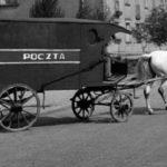Na zdjęciu: Pocztowy furgon konny do przewozu listów i paczek. Foto: wikipedia