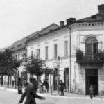 Na zdjęciu: Kamienica przy ul. św. Antoniego 10 w Tomaszowie. Zdjęcie z pocz. XX w. Foto: wikipedia
