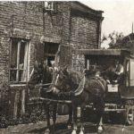 Na zdjęciu: Konny furgon tomaszowskiego rakarza. Archiwum Andrzeja Kobalczyka