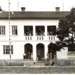 Na zdjęciu: Budynek kolonijny w Smardzewicach. Okres międzywojenny. Archiwum Andrzeja Kobalczyka