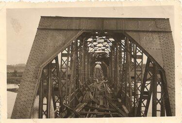 zniszczony most żelazny