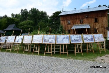 Wystawa złożona z plansz umieszczonych na sztalugach