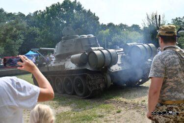 Czołg T-34 widoczny z tyłu